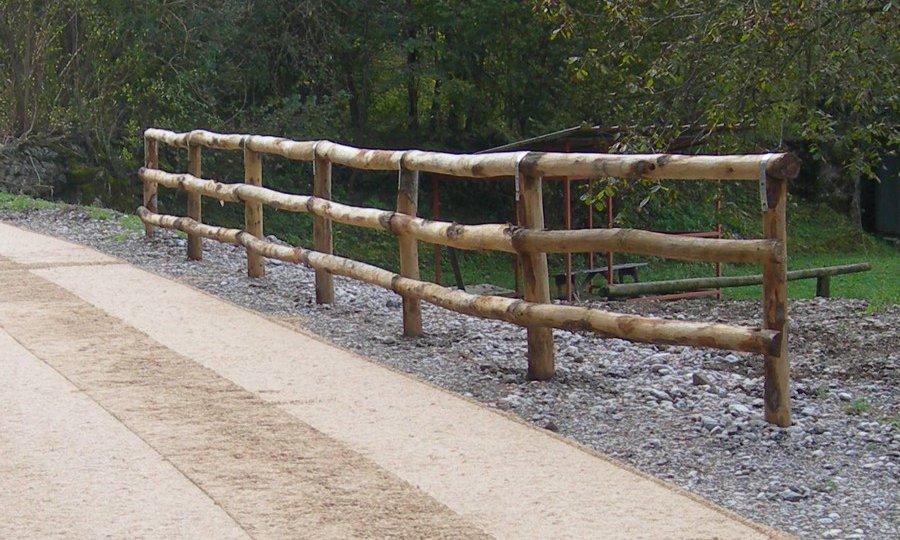 Pali per recinzioni pali di legno gorza s r l - Recinzioni in legno per giardino ...